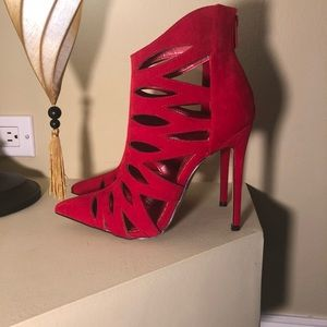 *Brand new* Women's 7.5 Alba heels in Red
